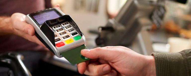 Uso das maquininhas de cartão já é realidade para 56% dos donos de pequenos negócios